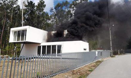 Incêndio em habitação em Seide S. Miguel