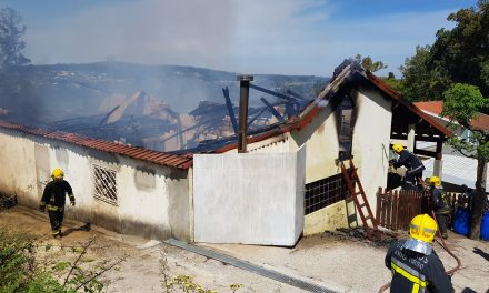 Incêndio destrói habitação em Refojos (em atualização)