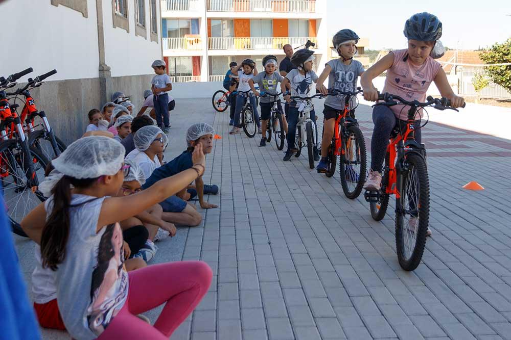 Ciclismo-vai-à-escola-junta-pais-de-filhos