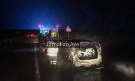 Carro ardeu na variante de Santo Tirso