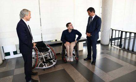 Câmara Municipal ajuda atleta paralímpico a adquirir cadeira de rodas para competir